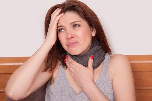Răgușeala poate fi cauzată de laringita acută