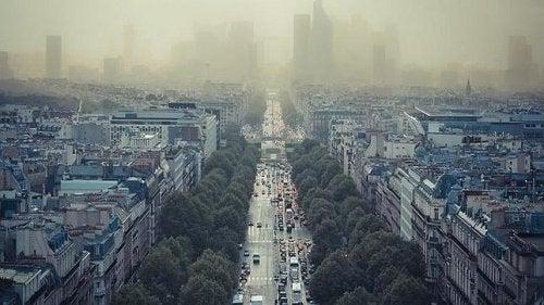 Răgușeala poate fi cauzată de aerul poluat