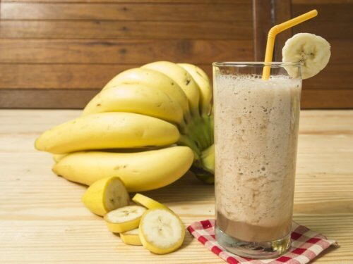 Îți reglezi digestia cu smoothie de banane