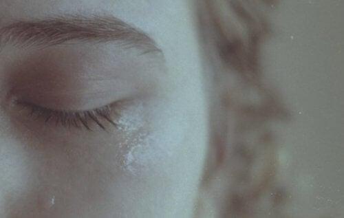 A sta într-o relație fără viitor îți provoacă suferință