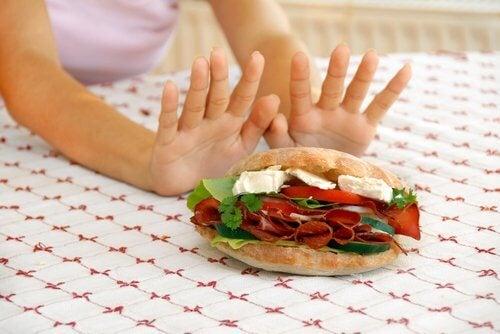 Strategii pentru renunțarea la mâncatul pe fond nervos