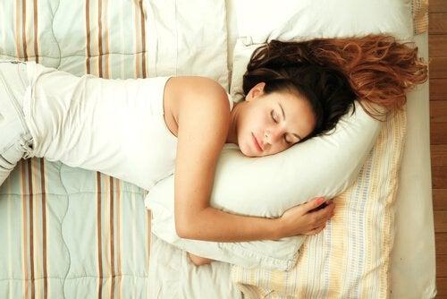 Un somn de calitate îți întărește sistemul imunitar