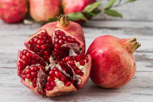 Sucul de rodie ușor de preparat din fructe proaspete