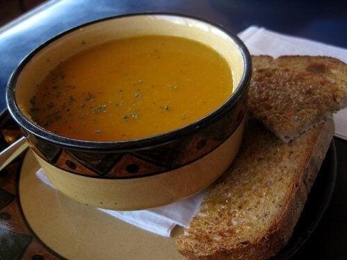 Anumite supe ajută la arderea grăsimilor