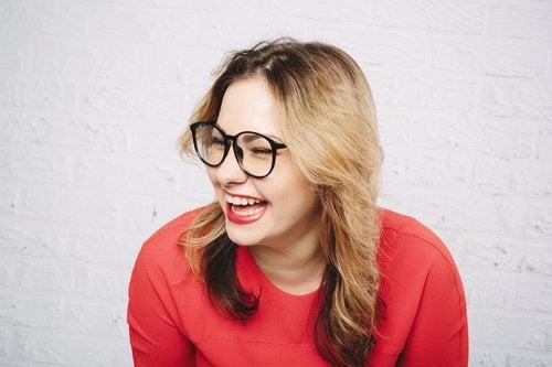 Terapia prin râs este simplă și eficientă