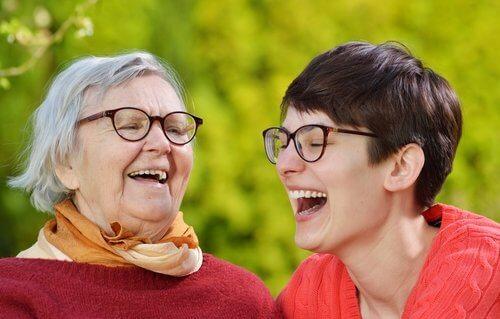 Printre altele, terapia prin râs te ajută să te menții tânăr