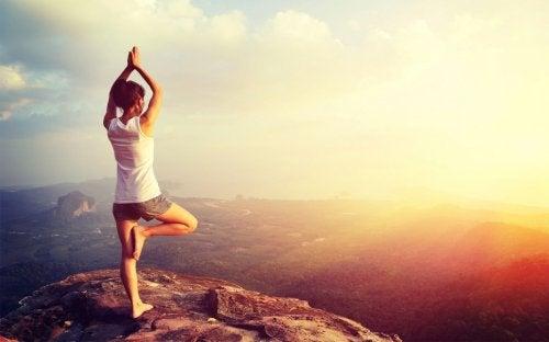 Yoga prezintă beneficii emoționale și intelectuale