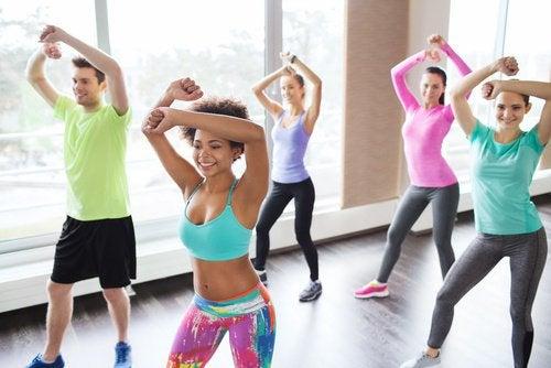 Zumba îmbină mai multe tipuri de dans