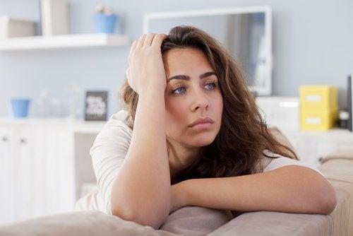 Apatia pe lista de simptome frecvente ale hipotiroidismului