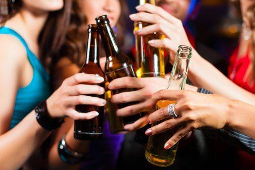 Consumul excesiv de băuturi alcoolice îți afectează rinichii