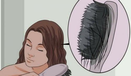 Diverse produse naturale te ajută să previi căderea părului