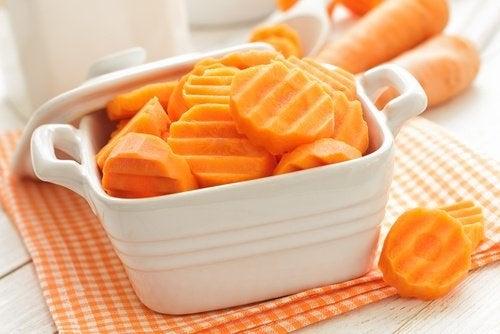 Ca să tratezi colita, consumă legume precum morcovii