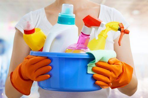 Produsele de curățenie conțin substanțe toxice