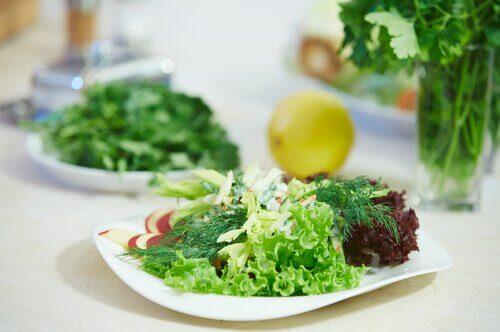Salatele preambalate nu sunt alimente sănătoase