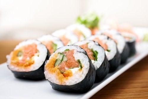 Evită consumul de sushi dacă ții cură de slăbire