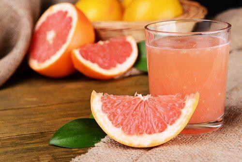 Tratamente alternative pentru ficatul gras precum sucul de grepfrut