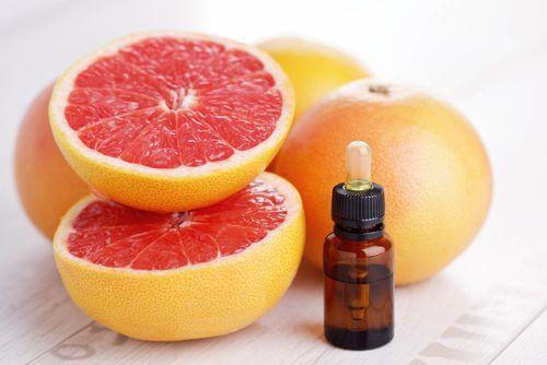 Tratamente naturiste pentru aftele bucale precum extractul de grepfrut