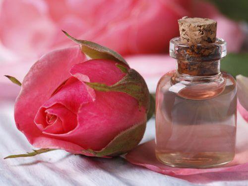 Ulei de trandafir pentru întinerirea pielii