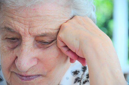Argintul coloidal ameliorează durerile care afectează vârstnicii