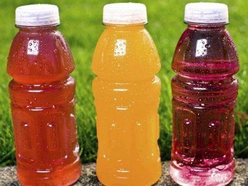 Băuturile pentru sportivi sunt bogate în carbohidrați