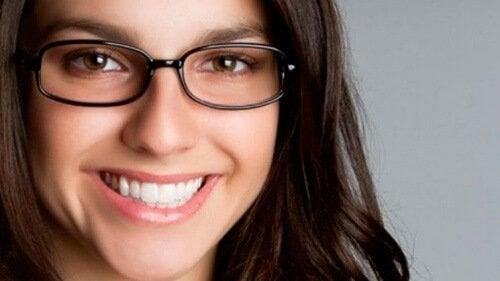Beneficii oferite de îngrijirea corectă a ochelarilor