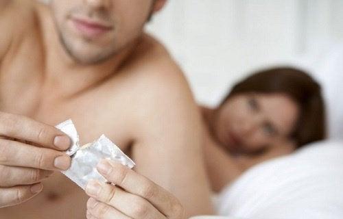 Multe BTS pot fi prevenite prin folosirea prezervativului