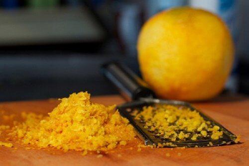 Coaja de portocală este unul dintre cele mai bune exfoliante naturale
