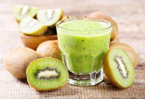 Puțin kiwi te ajută să eviți constipația
