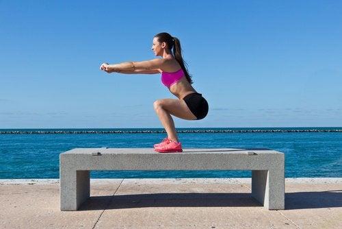 Poți face acasă exerciții pentru tonifierea feselor