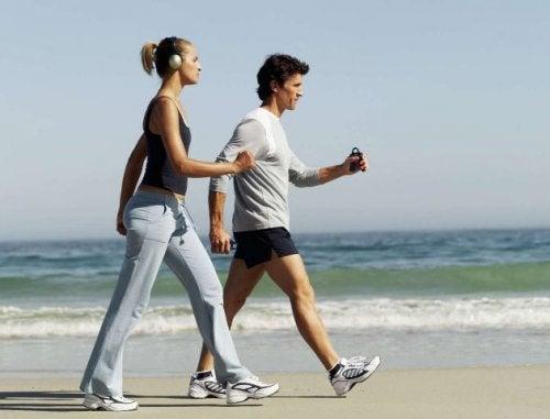 Exercițiile fizice îți îmbunătățesc sănătatea inimii