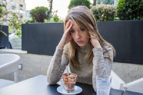 Foamea emoțională provoacă dureri de cap