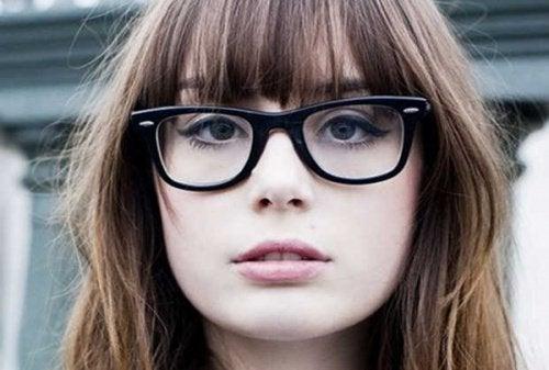 Îngrijirea corectă a ochelarilor este necesară pentru o vedere optimă