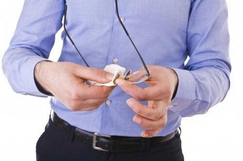 Materiale necesare pentru îngrijirea corectă a ochelarilor