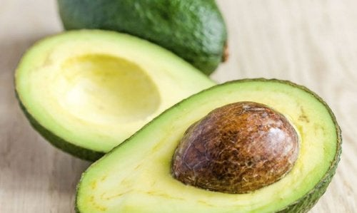 Sâmburii de avocado ameliorează durerea de genunchi