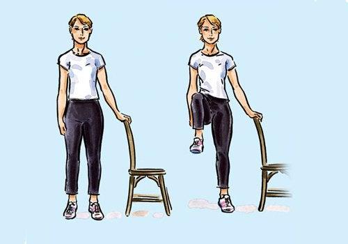 Cu un scaun, poți practica multe exerciții pentru tonifierea corpului
