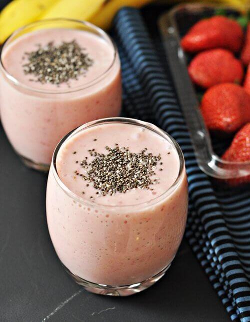 Un smoothie cu iaurt și căpșune este pe placul întregii familii