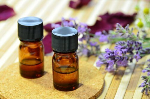 Ulei de lavandă care tratează acneea