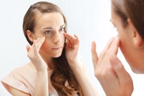 Uleiul de argan estompează ridurile fine din colțurile ochilor