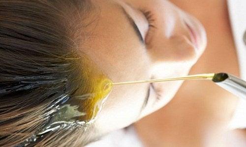 Uleiul din germeni de grâu protejează scalpul
