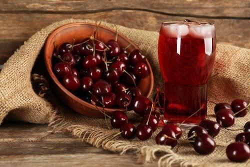 Sucul de cireșe intră în categoria de băuturi indicate după antrenament