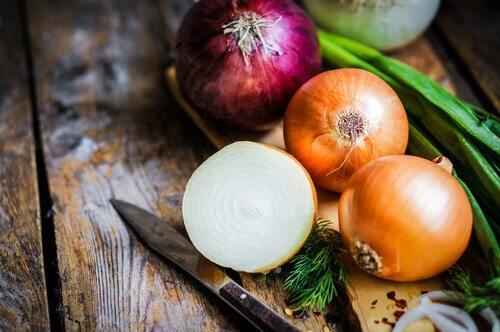 Ceapa este unul dintre cele mai bune alimente bogate în calciu