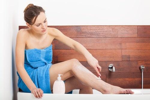 Cremă de ras naturală hidratantă pentru piele