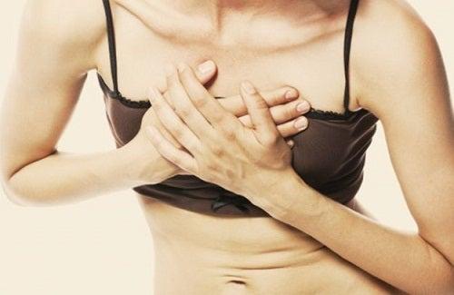 Durerile în piept pot indica faptul că ai probleme cu inima