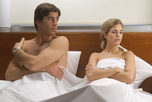 Durerile din timpul actului sexual pot fi cauzate de lipsa dorinței sexuale
