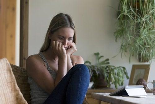 Durerile din timpul actului sexual pot fi cauzate de uscăciunea vaginală