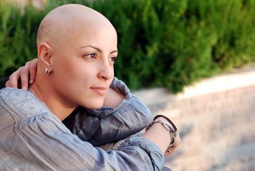 Căderea părului este cel mai celebru dintre efectele adverse ale chimioterapiei