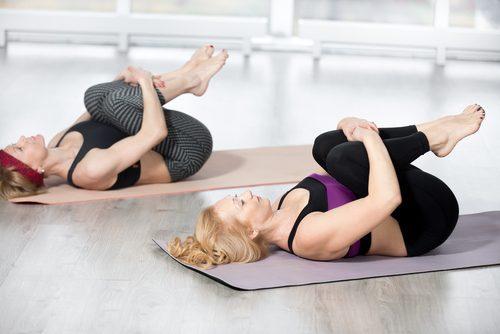Aceste exerciții de întindere pentru spate pot fi executate acasă