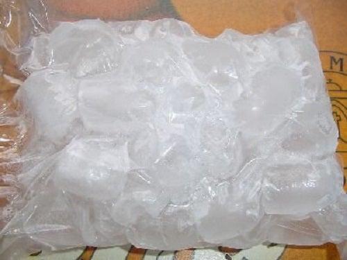 Gheața este unul dintre cele mai bune remedii pentru gâtul înțepenit