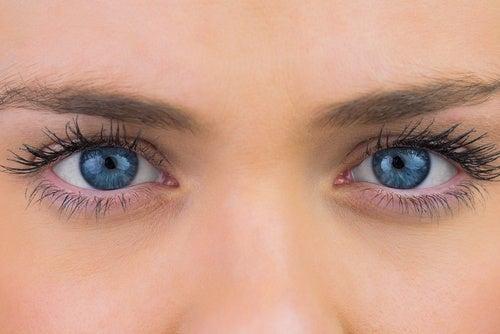 Nu este neapărat necesară o intervenție chirurgicală pentru a trata cataracta