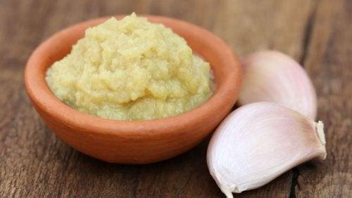 Remedii ca o mască pe bază de usturoi sunt ușor de preparat